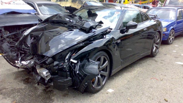 New Nissan Gt R Gets Crumpled In Malaysia We Cry