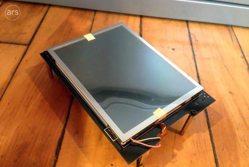 Illustration for article titled Así era uno de los primeros prototipos del iPhone: casi tan grande como el iPad