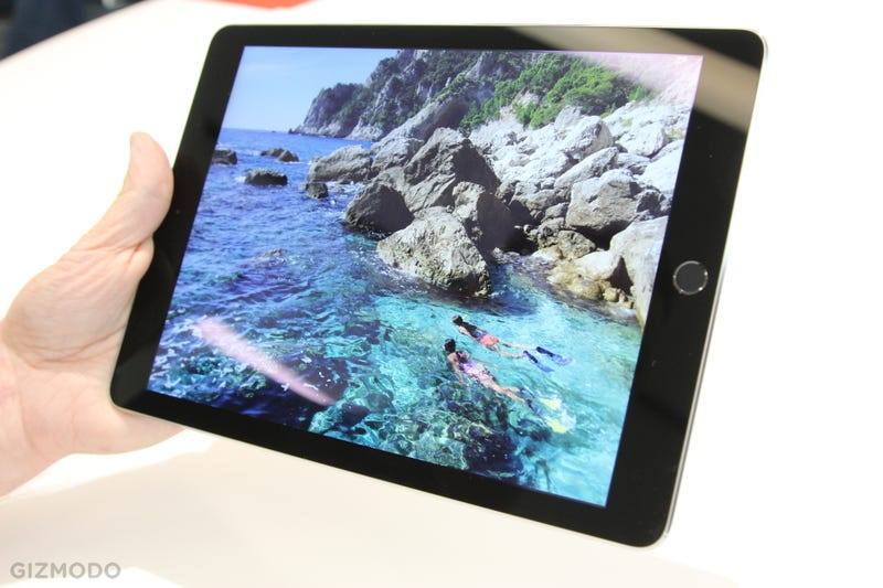 Illustration for article titled iPad Air 2 and iPad Mini 3 Hands-On: One Of These Tablets Feels Awesome