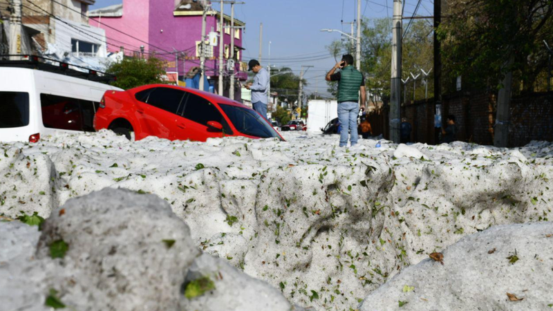 Illustration for article titled A Freak Storm Buried Parts of Guadalajara in Nearly Five Feet of Hail This Weekend