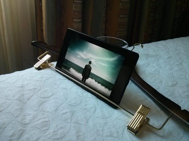 Illustration for article titled Hotel Room Tablet Stand