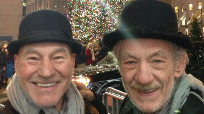 Illustration for article titled Patrick Stewart and Ian McKellen took a cute best friend Christmas photo