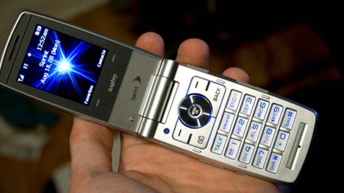 Sprint's New Flip Phones: Sanyo Katana Eclipse and Motorola RAZR VE20