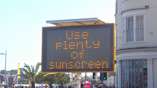Illustration for article titled A Simple Rule of Thumb for Applying Sunscreen to Kids or Yourself