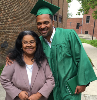 Illustration for article titled Mike Epps Receives High School Diploma at 45