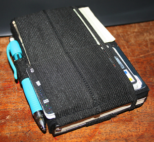 Illustration for article titled DIY Moleskine Wallet Hack