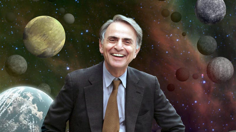 Illustration for article titled El día que Carl Sagan demostró a los terraplanistas que la Tierra es esférica usando un simple palo