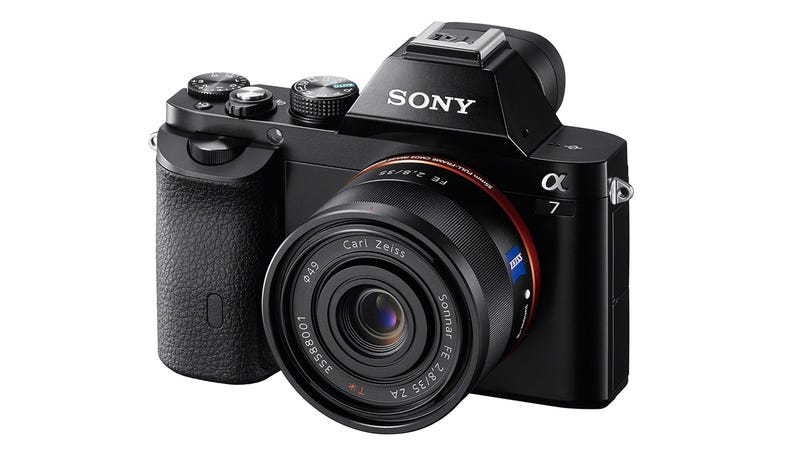 Illustration for article titled Sony A7 and A7r: Mirrorless Cameras Have (Finally!) Gone Full-Frame