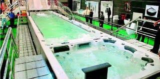 Illustration for article titled World's Largest Bathtub. Just that: World's Largest Bathtub
