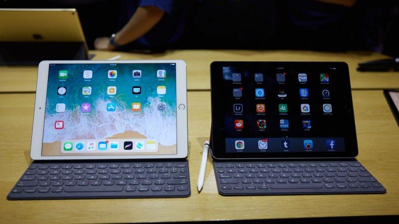 """A la izquierda el nuevo iPad Pro de 10,5"""", a la derecha el iPad Pro de 9,7"""". Foto: Alex Cranz / Gizmodo."""