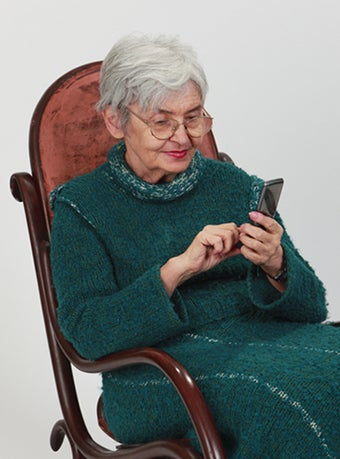 see who she is texting