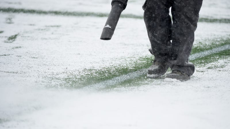 Illustration for article titled Serbian Soccer Fans Barrage Linesman With Snowballs, Force Stoppage Of Play