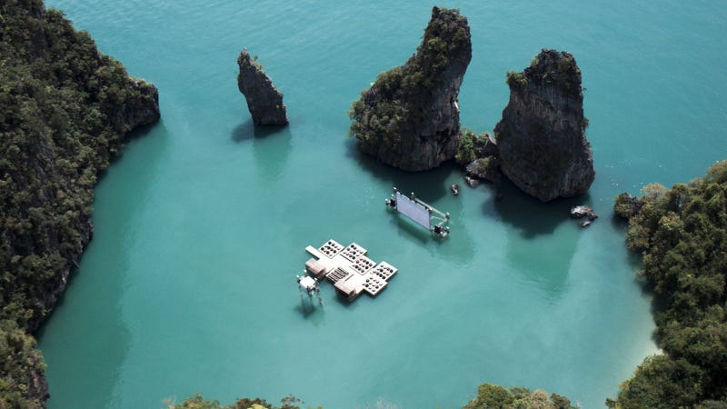 Illustration for article titled There Is No Better Way to Watch Films Than on This Floating Cinema