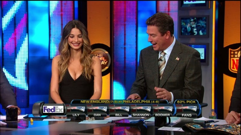 "Illustration for article titled Dan Marino Spent Most Of ""The NFL Today"" Staring At Lily Aldridge's Cleavage"