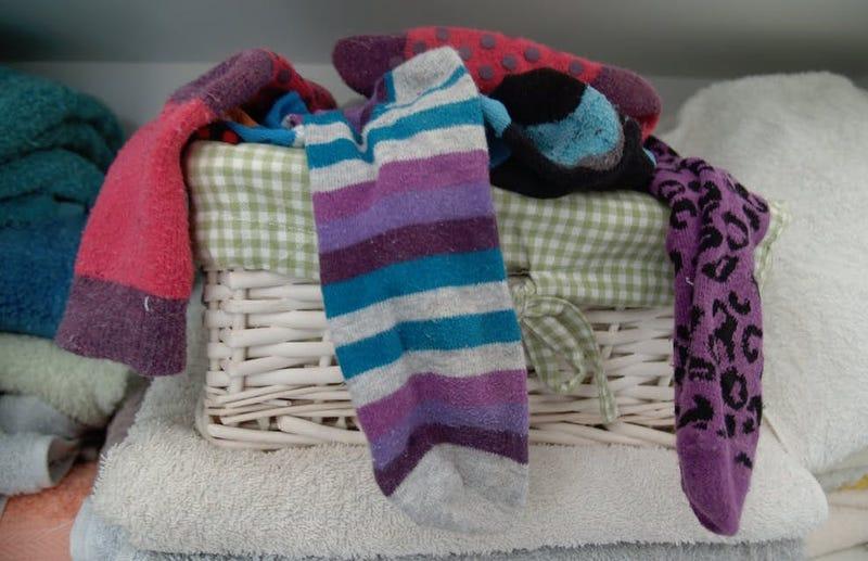 Illustration for article titled Por qué demonios desaparecen los calcetines cuando lavamos la ropa, según la ciencia