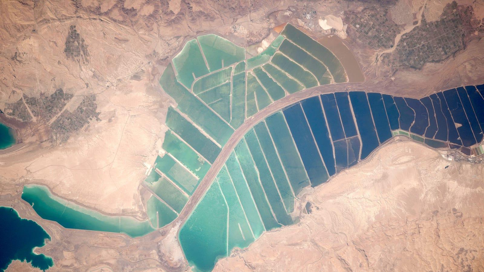 Salt ponds at the dead sea for Design of evaporation pond