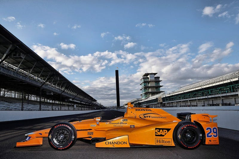 Illustration for article titled Fernando Alonso's Indy 500 Car Furiously Goes McLaren Honda Orange