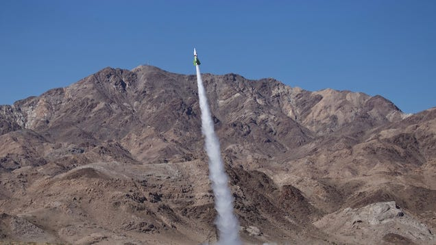"""Famed DIY Rocketeer """"Mad"""" Mike Hughes Dies While Trying to Launch Another Homemade Rocket"""