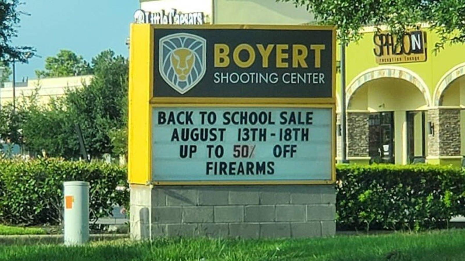 Una tienda de Texas lanza rebajas de hasta el 50% en armas por la vuelta a la escuela