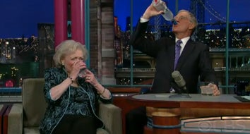 Illustration for article titled Betty White Guzzles Vodka With David Letterman