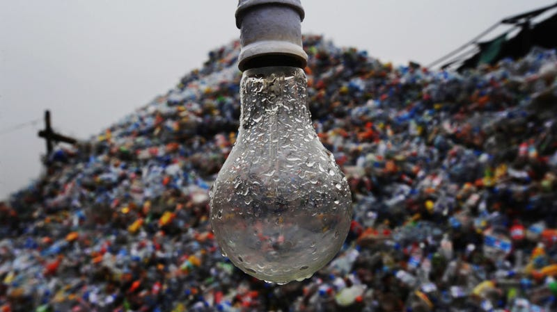 Illustration for article titled Why You Shouldn't Recycle Glass That Isn't a Bottle or Jar
