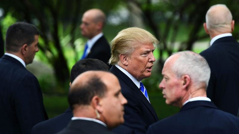 Trump surrounded by Secret Service agents in September. (Photo: Jewel Samad / Getty Images)