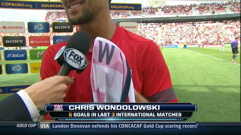 Illustration for article titled Chris Wondolowski Keeps Letter From Misspelled Jersey, Is The Best