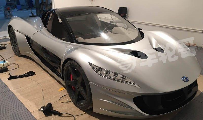 Este auto eléctrico hecho en China es un deportivo super rápido para competir con Tesla