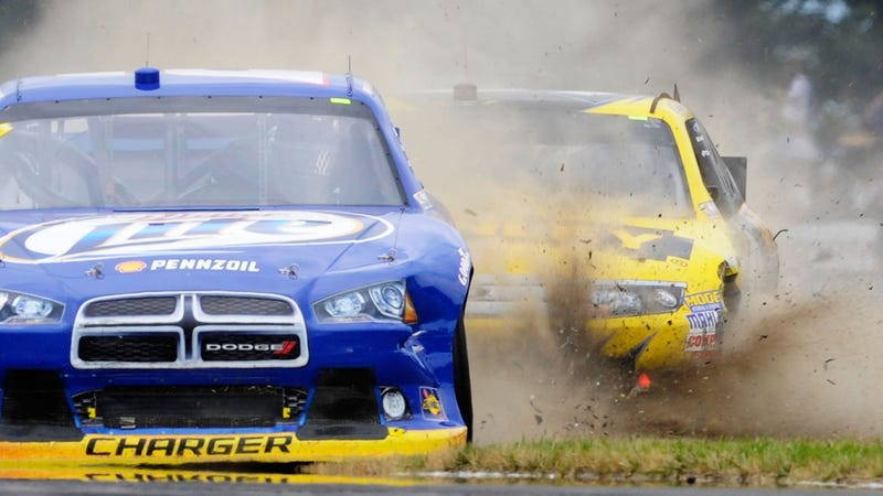 Illustration for article titled This Epic Lap Is Why People Watch NASCAR