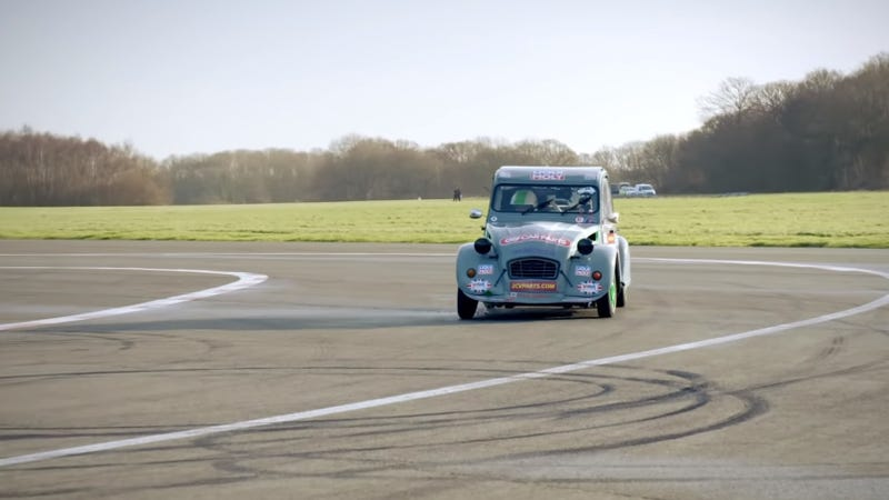 Illustration for article titled Watch Chris Harris Fling This Citroen 2CV Race Car Around