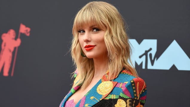 NHL team declares Taylor Swift a jinx, covers up cursed banner