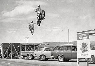 Illustration for article titled Evil Knievel jumping Datsuns