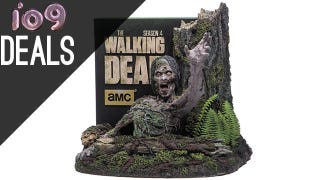 Illustration for article titled The Walking Dead Season 4, Hugo Winners, Oz Collection [Deals]