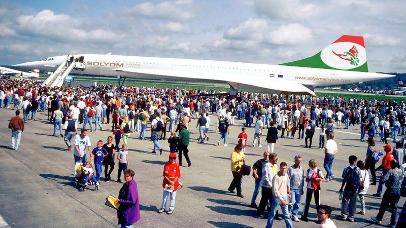 Illustration for article titled Tömegek a Sólyom Airways első gépének bemutatóján!