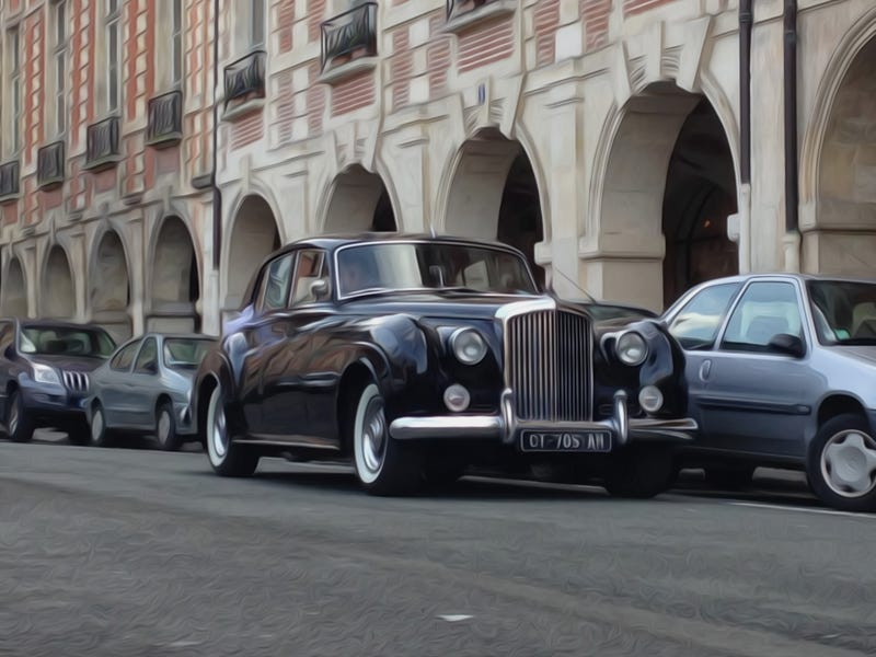 Illustration for article titled Bentley S2 Saloon Street Parked in Paris (plus commentary)
