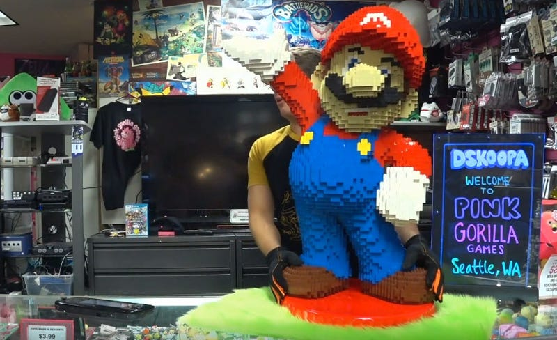 Illustration for article titled Giant LEGO Mario Is Also A Giant Amiibo