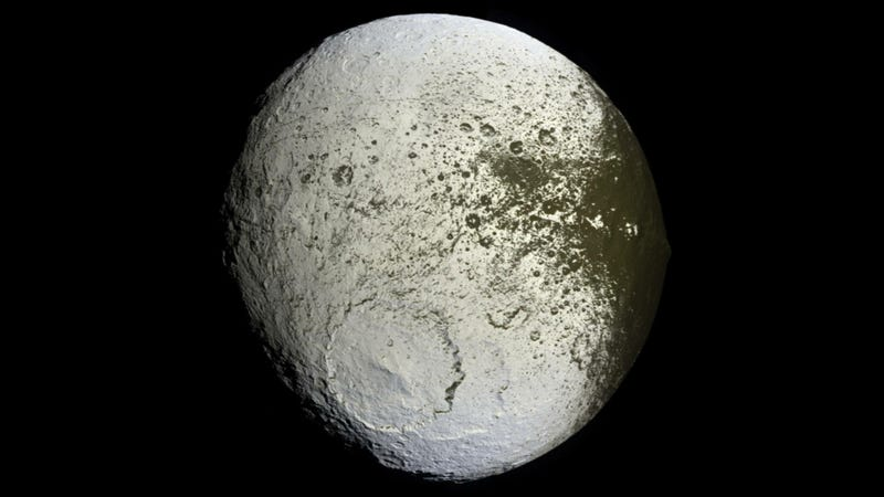 Illustration for article titled The biggest avalanches in the solar system happen on Saturn's moon Iapetus
