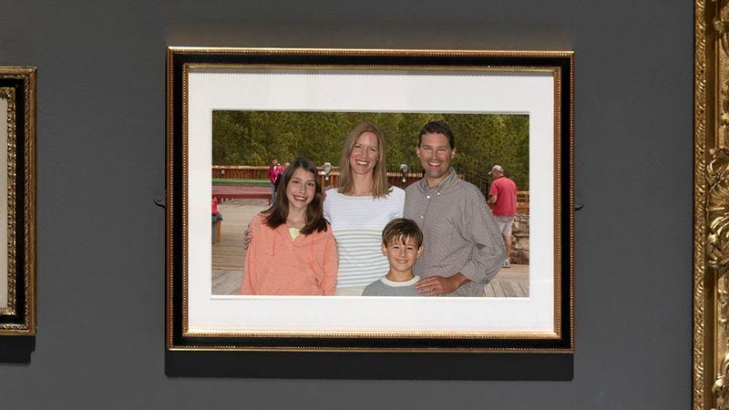 Illustration for article titled Smithsonian Acquires Rare Photograph Where Whole Family Looks Really Nice