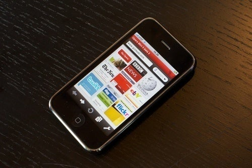 iPhone is Most Popular Phone for Opera Mini Downloads in US