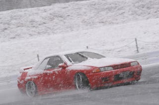 Illustration for article titled R32 Nissan Skyline GT-R snow drifting.
