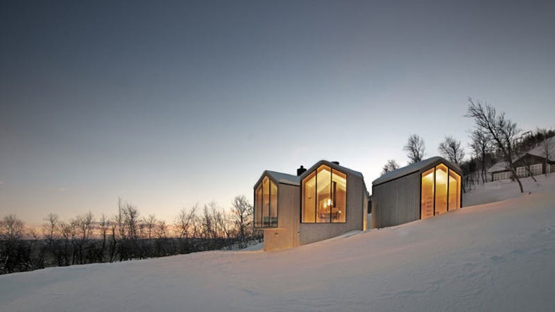 Illustration for article titled This Split-View Mountain Lodge Is the Ultimate Ski Shack