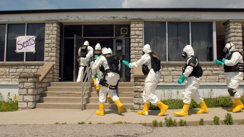 Bomb squad members conduct a nuclear detonation drill at Muscatatuck Urban Training Center near Butlerville, Indiana on Thursday, May 10th, 2007. Photo: AP