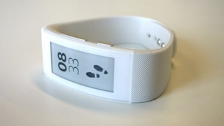 Illustration for article titled Sony SmartBand Is an E-Ink Wristable That Works With a Snap
