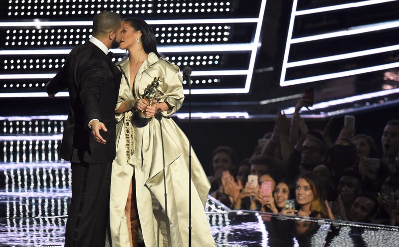Drake presents Rihanna with the The Video Vanguard Award during the 2016 MTV Video Music Awards on August 28, 2016 in New York City.