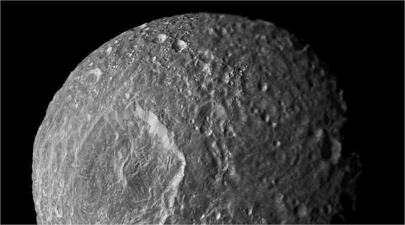 Mimas, la luna de Saturno, puede esconder un océano en su interior