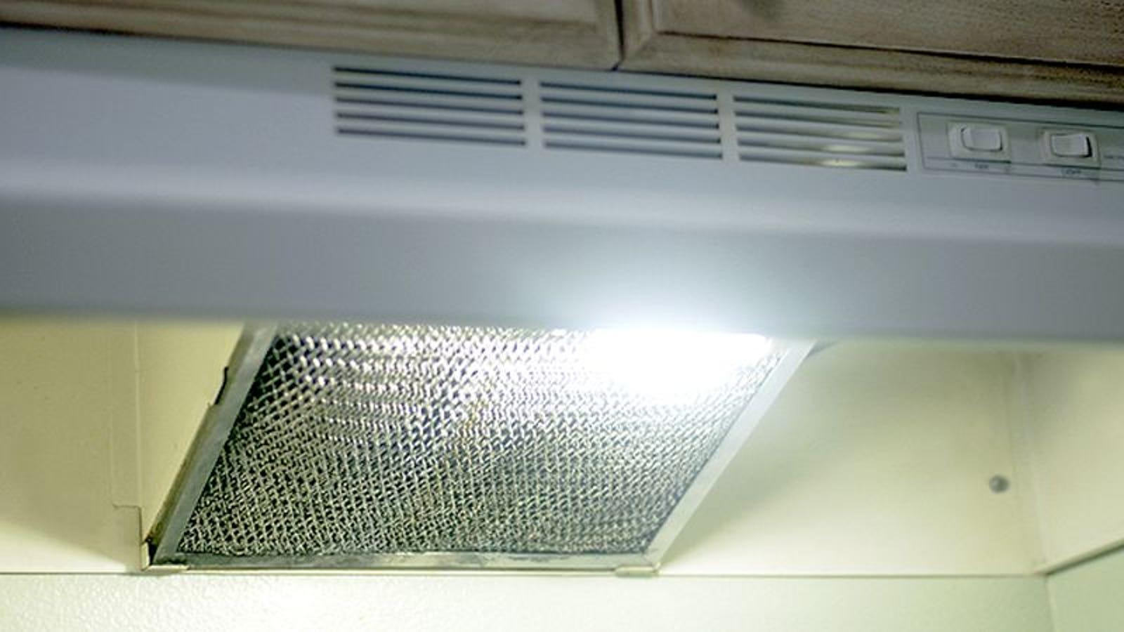 Clean Your Greasy Stove Filter with Boiling Water and Baking Soda