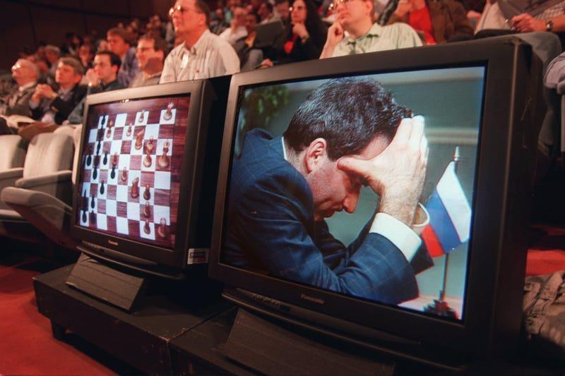 Kasparov en 1997 en el enfrentamiento contra Deep Blue. AP