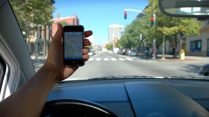 Illustration for article titled California Court Says It's OK to Read Maps on Phones While Driving