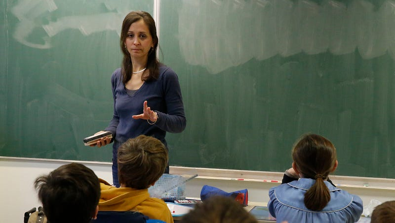 Underprepared Second-Grade Teacher Really Leaning On Class's Slow Readers To Eat Up Some Clock