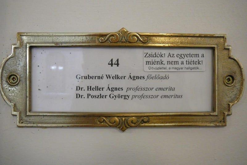 Illustration for article titled Heller Ágnest zsidózzák a magyar hallgatók